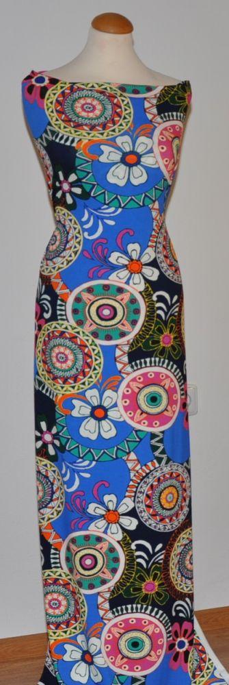 Modrý elastický úplet s barevnými koly, š. 150 cm