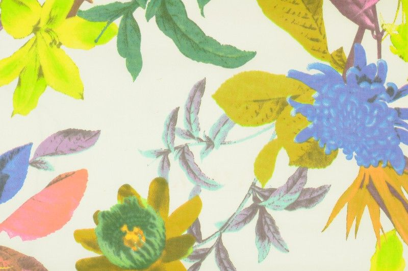 Bílé plátno s větším květinovým vzorem s elastanem, š.150 cm