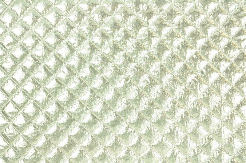 Stříbrný metalický prošev prošitý do kosočtverců 2,5x2,5 cm , š.140 cm